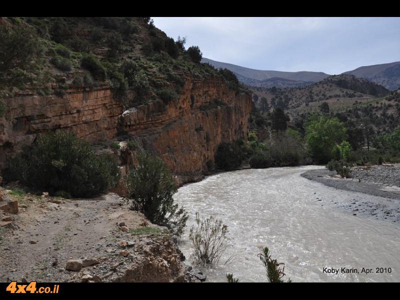 הרבה מים זורמים בנהר