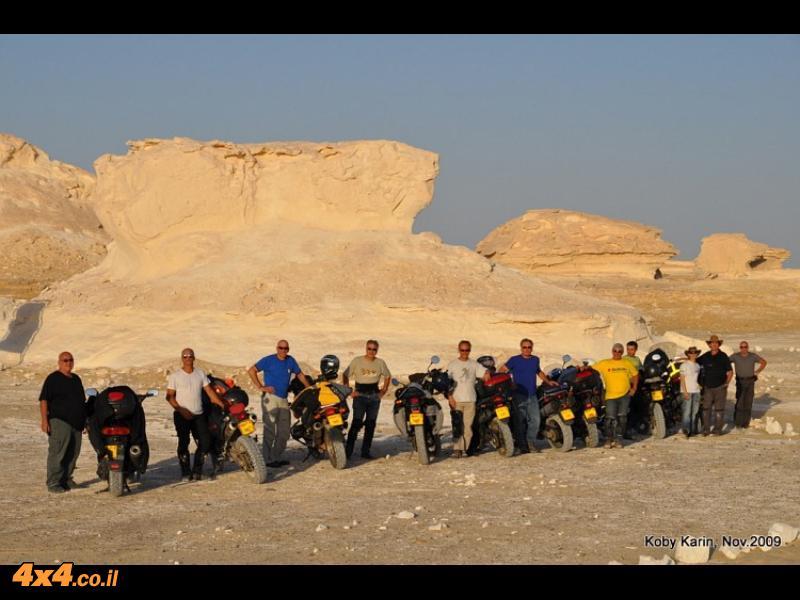 תמונה קבוצתית במדבר הלבן
