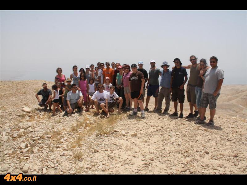 תמונה קבוצתית בראש ג'בל חרמון שבצפון מדבר יהודה