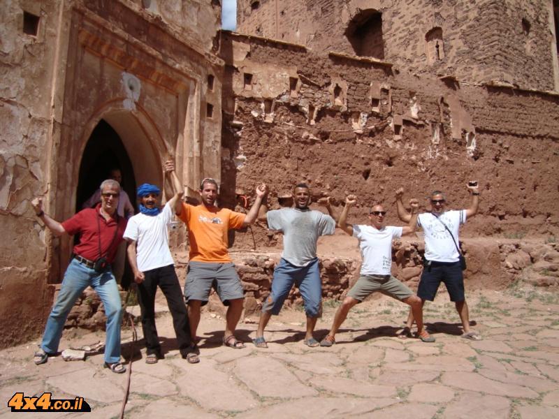 האנשים (הברברים) החופשיים בפתח של קסבה טילוואט