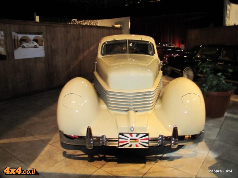 ואלו רק חלק מהרכבים שבמוזיאון  של המלך