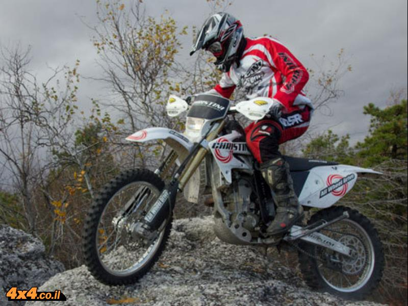 הדבר החם הבא: אופנוע שטח עם הנעה 2X2