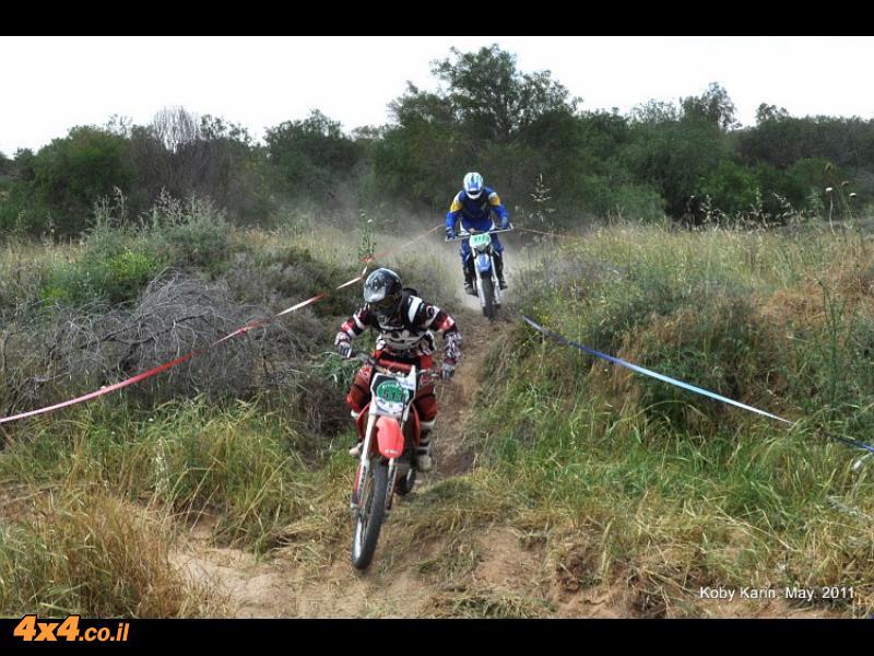 הראשונים מסיימים את המרוץ והמקצועית מוזנקת מיד אחריהם