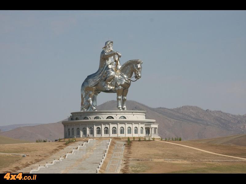 ג'ינגס חאן על הסוס - לא רחוק מהבירה אולן באטר