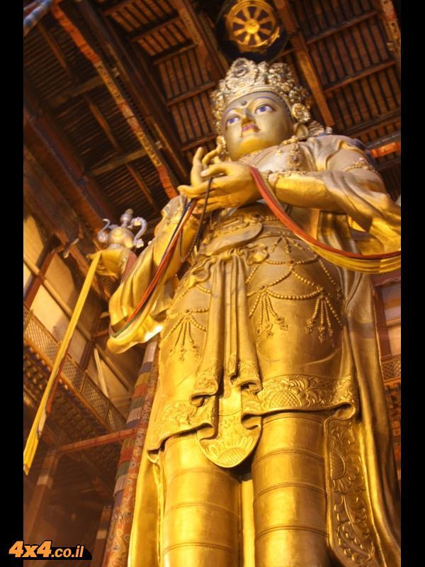 בודהא במקדש במרכז אולן באטר