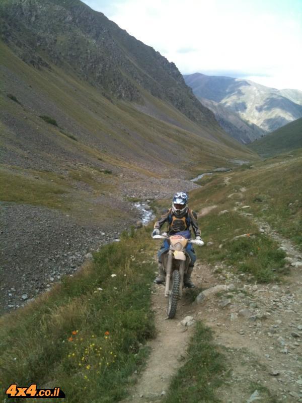 אוסף חוויות ואתגרים ברכיבה משולבים בנוף משכר של הרים גבוהים