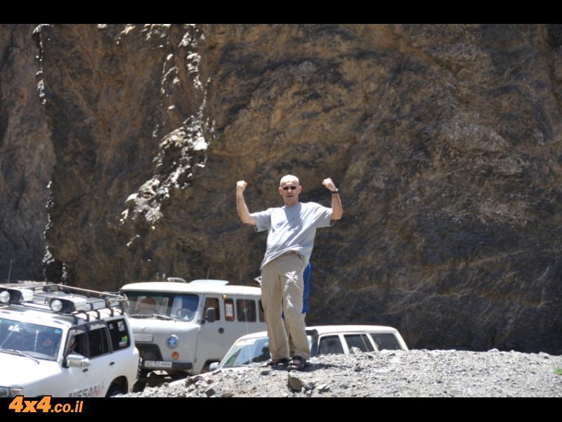 תמונות היום החמישי: רצועת חול ובקצה קניון מלא מים וקרח קפוא