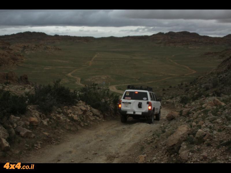תמונות היום השישי: מאהל  קסום נחבא את הסלעים