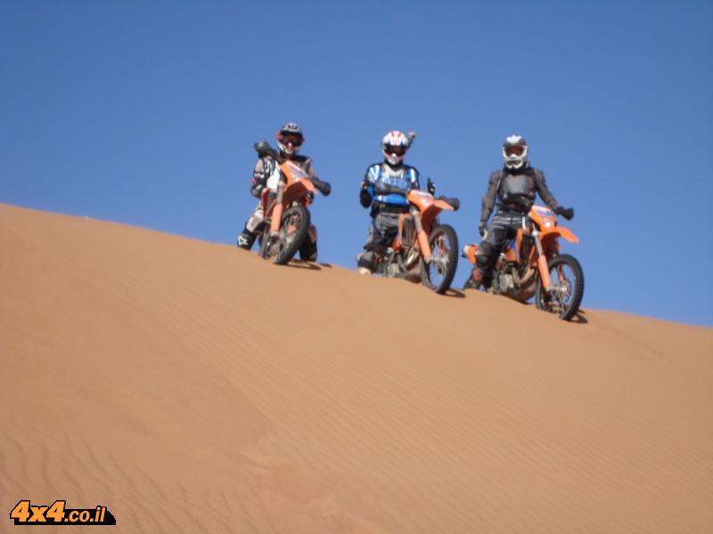 מרוקו - אופנועי KTM - חוצה הרי האטלס והדיונות של הסהרה 2011 - יוצא לדרך