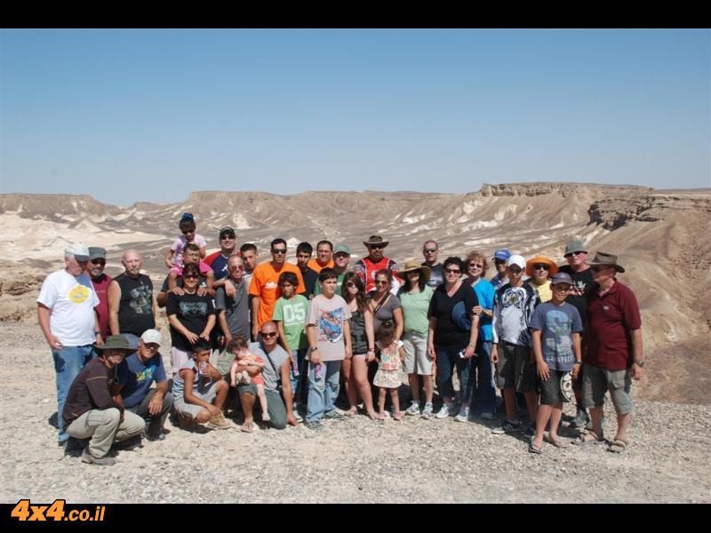 תמונה קבוצתית על רקע נחל קצרה מראש חרבת קצרה