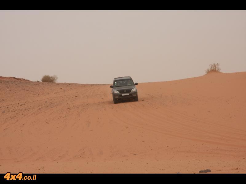 בדרך מוואדי ראם לרמת המדבר המזרחית - התחלה חולית וההמשך בטרשים