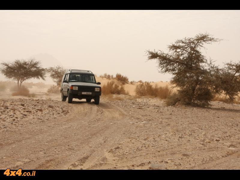 שילוב של נהיגה בשבילים החוליים ובחמדות לטיפוס טרשי גבוה ומזרחה