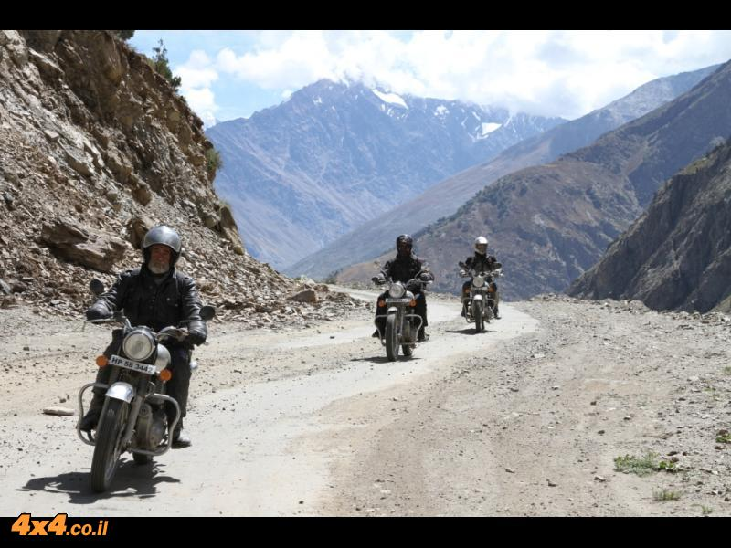 הודו - אופנועים בהרי ההימאליה