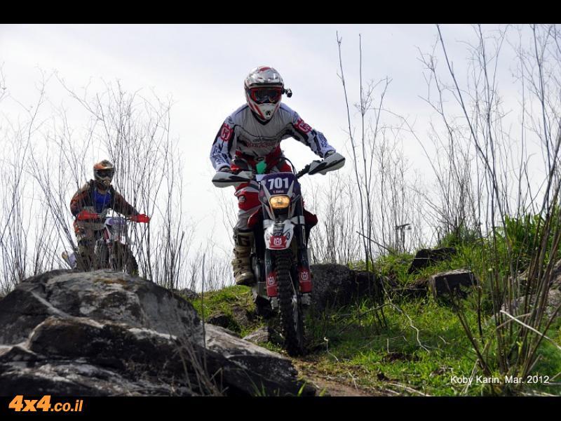 רוכבים בשטח