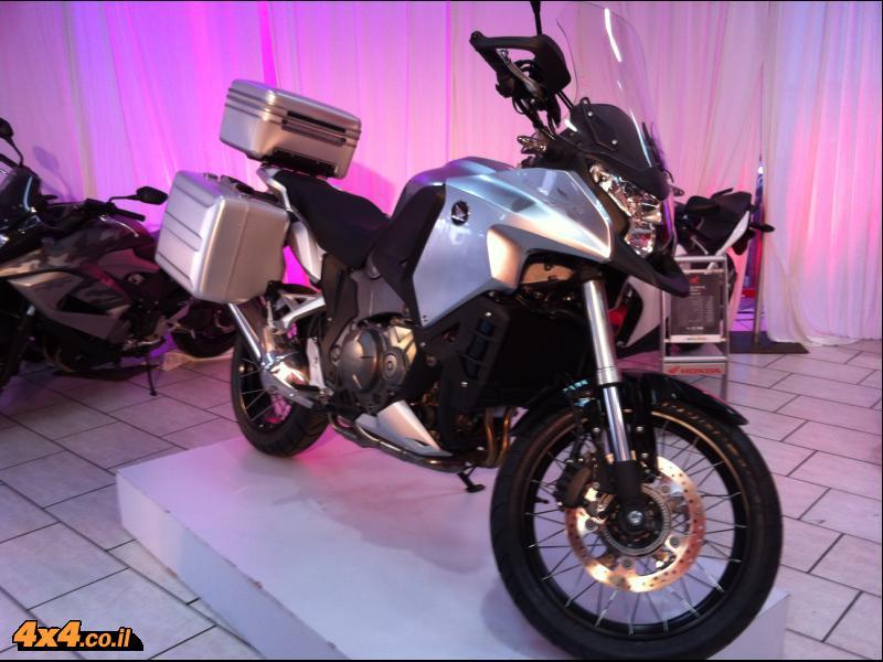 אופנוע דו שימושי חדש בהונדה - Crosstourer