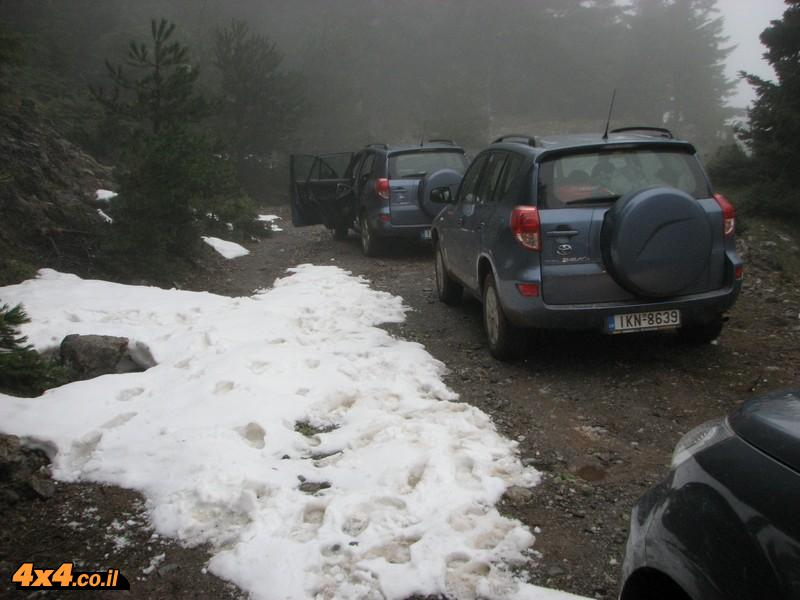 שלג כבר בפסגות הנמוכות