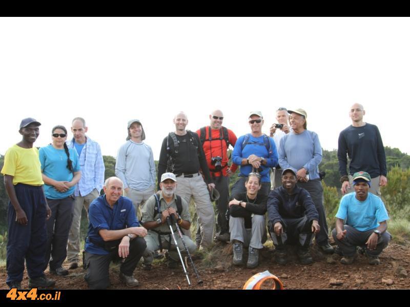 ביום השני לטיפוס על שפת מכתש של הר געש