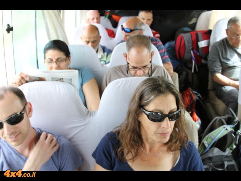 תחילת הדרך - משדה התעופה עד מושי