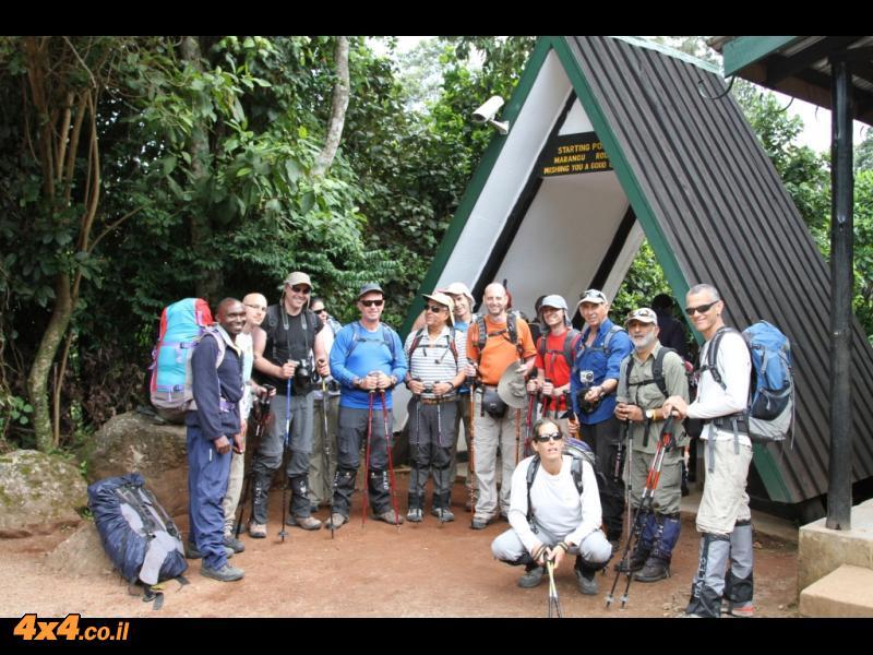 היום הראשון: תחילת הטיפוס עד לבקתת מנדרה 2,700 מטרים