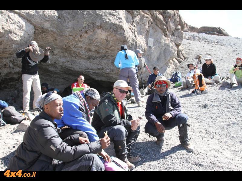 מקיבו למערה - 500 מטרים של טיפוס לגובה