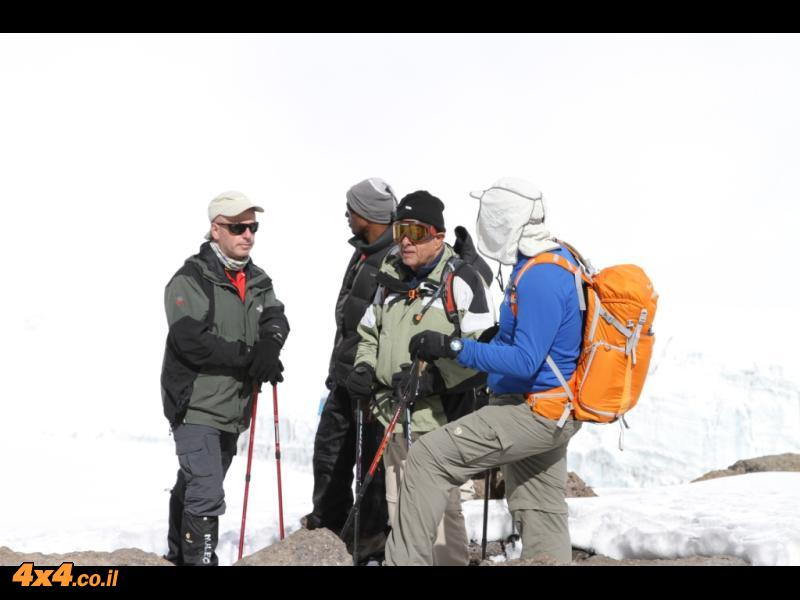 רק עוד 200 מטרים בגובה אבל שעה וחצי עד לפסגה