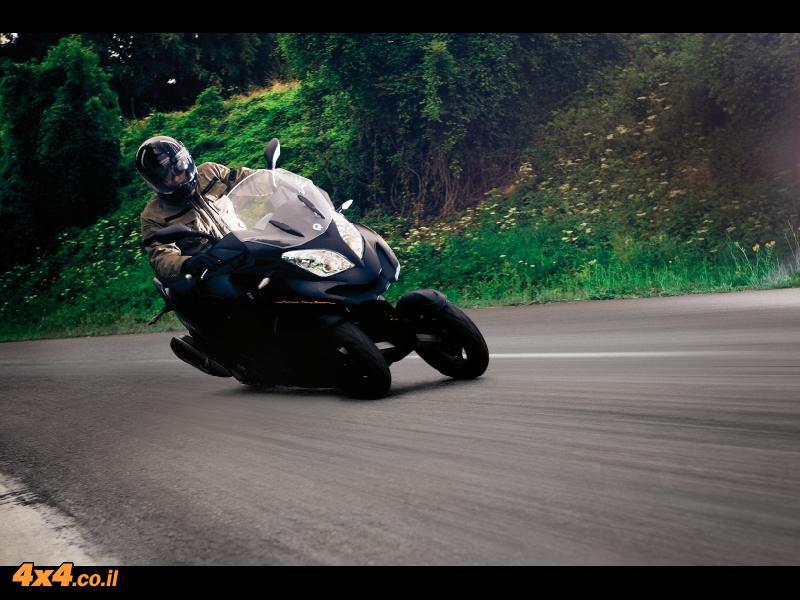 קטנועים: מותג חדש QUADRO 350 קטנוע תלת גלגלים
