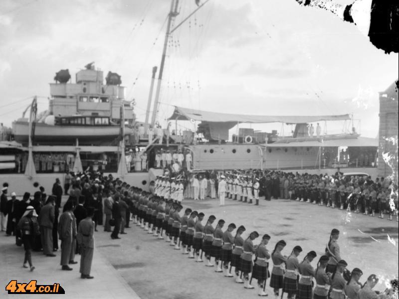 נמל חיפה, 1933: קבלת פנים צבאית לארונו של פייסל הראשון בדרכו משוויץ למנוחה אחרונה בבגדד