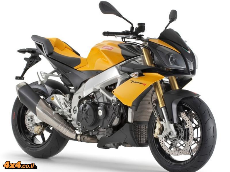 אופנועים: אפריליה חוגגת את בחירת אופנוע הסופרבייק טואנו V4 לטוב ביותר בעולם