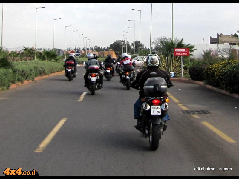 רוכבים מזרחה