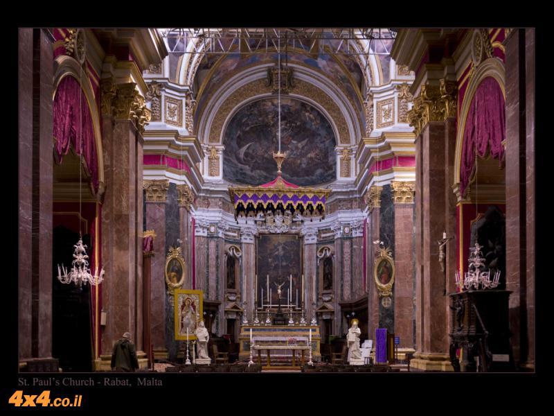 מעל 90% מתושבי מלטה הם קתולים - האי מוצף בכנסיות פעילות, חלקן מרשימות מאד