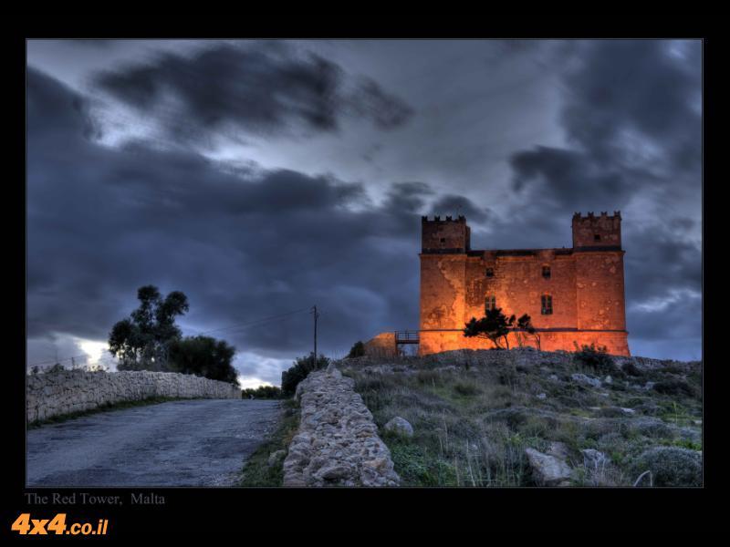שרידי המלחמות הרבות נראים בכל פינה בדמות מצודות, חומות ומבצרים מסוגים שונים