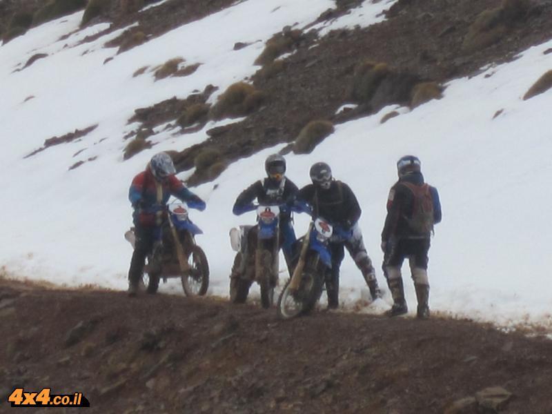 יום שני:  שלג על השביל ורוחות של 100 קמ