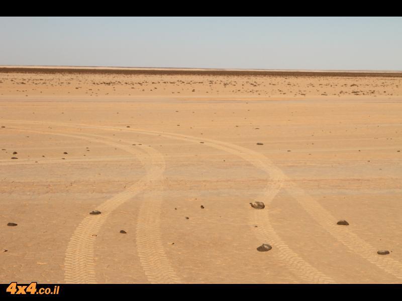 מליחות רטובות, שדות בזלת, נחלים חוליים ודרך הנפט