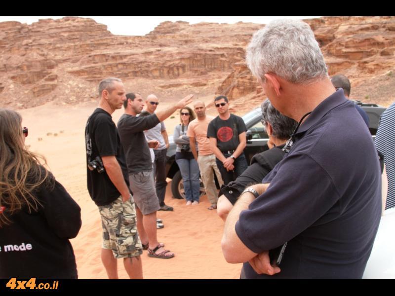 במדבר הדרומי - על הדיונות בין סלעי אבן חול נובית