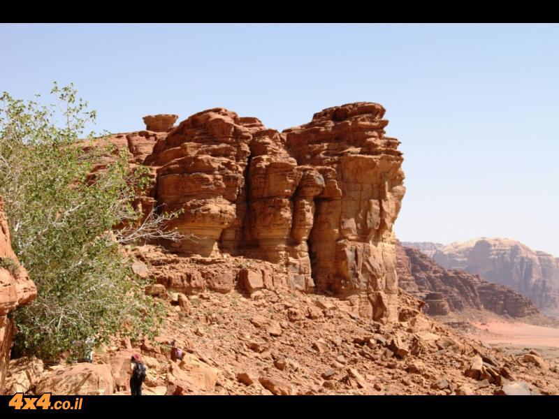 ציורי קיר, מים במדבר, קשתות לטיפוס וקצת אתגרי נהיגה טרשיים