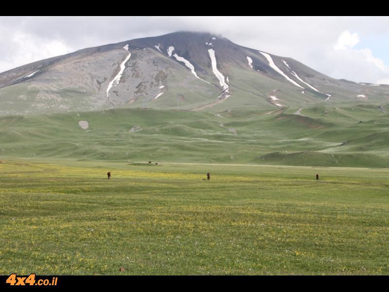 ביום הראשון - בין אגמים להרים