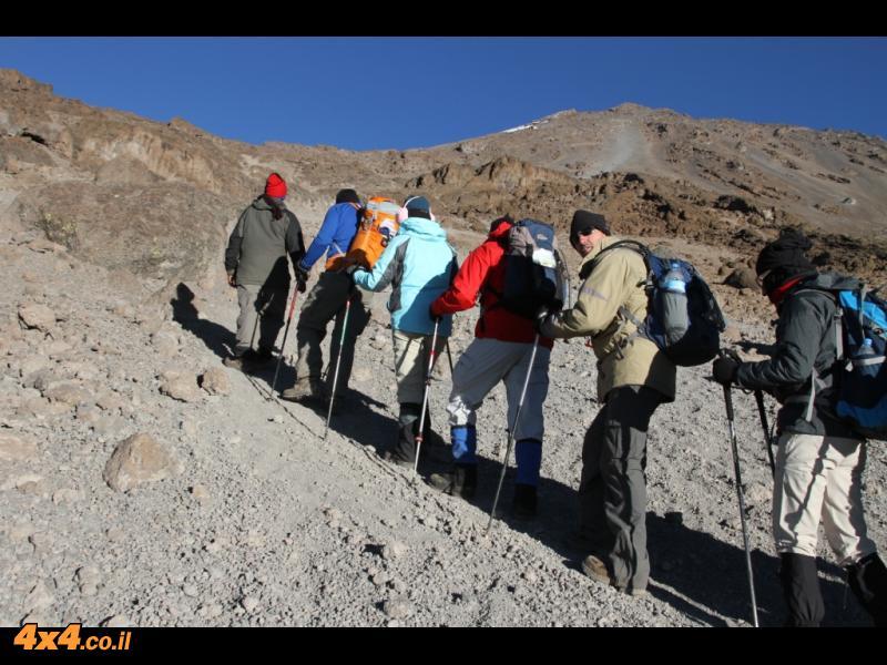 היום הרביעי - 500 מטרים ראשונים בגובה עד המערה