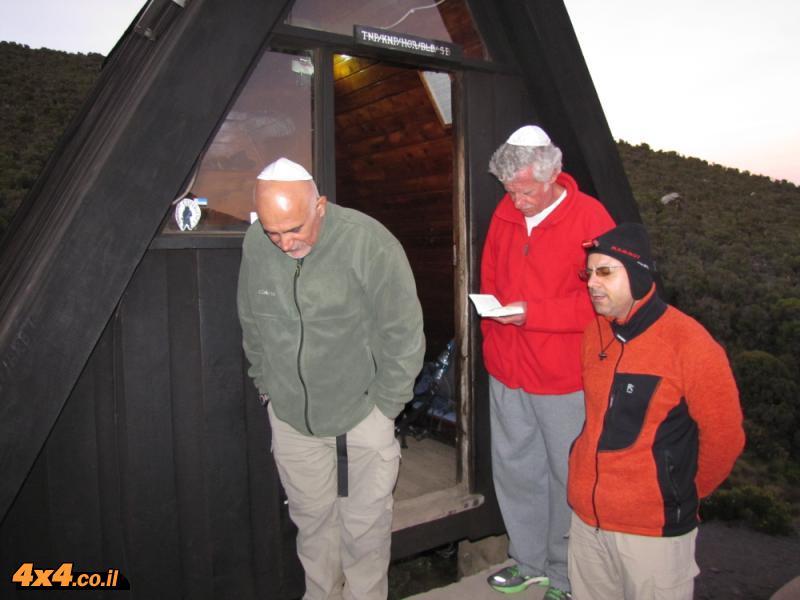 סטנלי, אפי ודני מקבלים את השבת בהורמבו - 3,700 מטרים