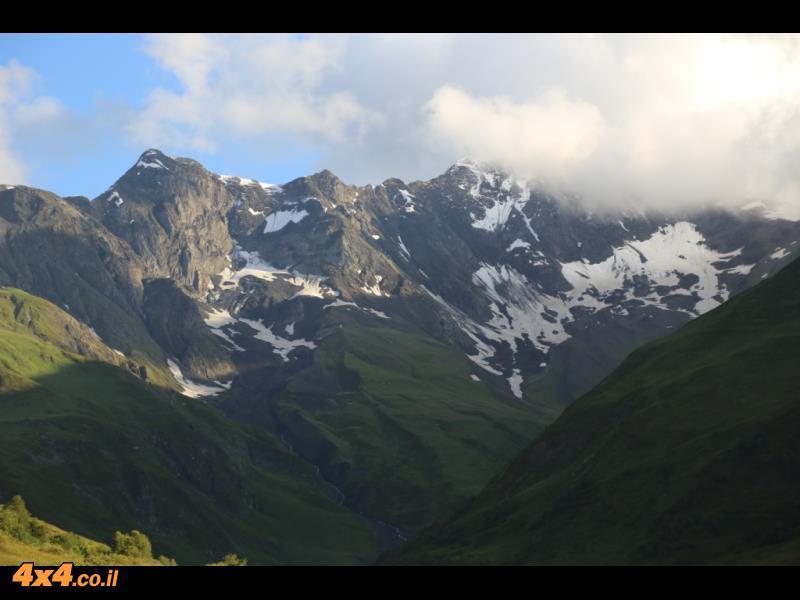 במעבר ההרים של הקווקז הגבוה - למעלה הגענו ל 2,680 מטרים