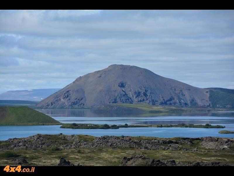 אגם מיבאטן (אגם הזבובים) והר הגעש קראפלה