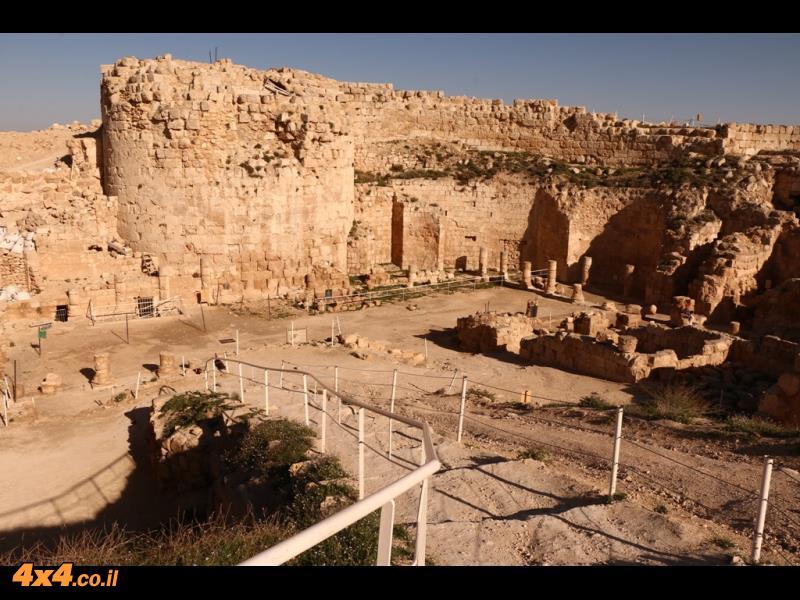הארמון של הורדוס בראש ההרודיון