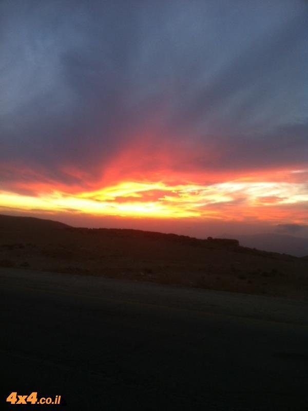 שקיעה בדרך לוואדי מוסה בערבו של  היום השני