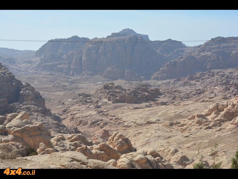העמק הנסתר והמוקף הרים של פטרה