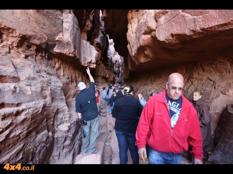 בוקר של אתרי תיירות בתוך וואדי ראם