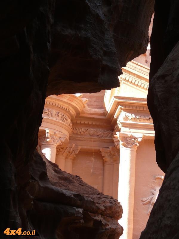 פטרה - בירת הנבטים והאתרים בתוך וואדי מוסא