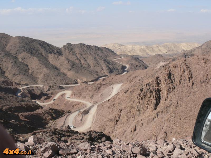 יורדים מההר על דרך הבשמים לערבה הירדנית
