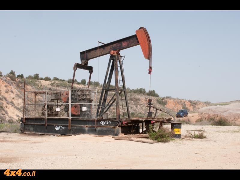 נקודה בשטח - שדה הנפט בחלץ