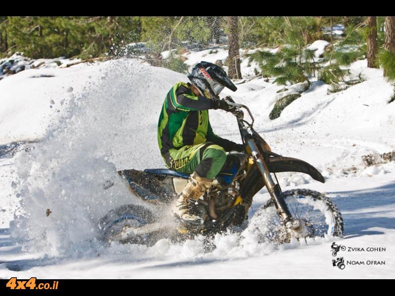 על מה כל הסערה - אופנועים בשלג