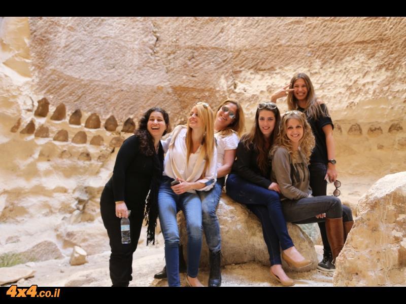 היפות של מיצובישי במערות לוזית