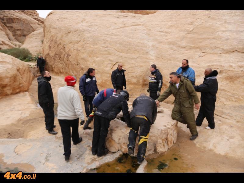 בור לאגירת מים במדבר